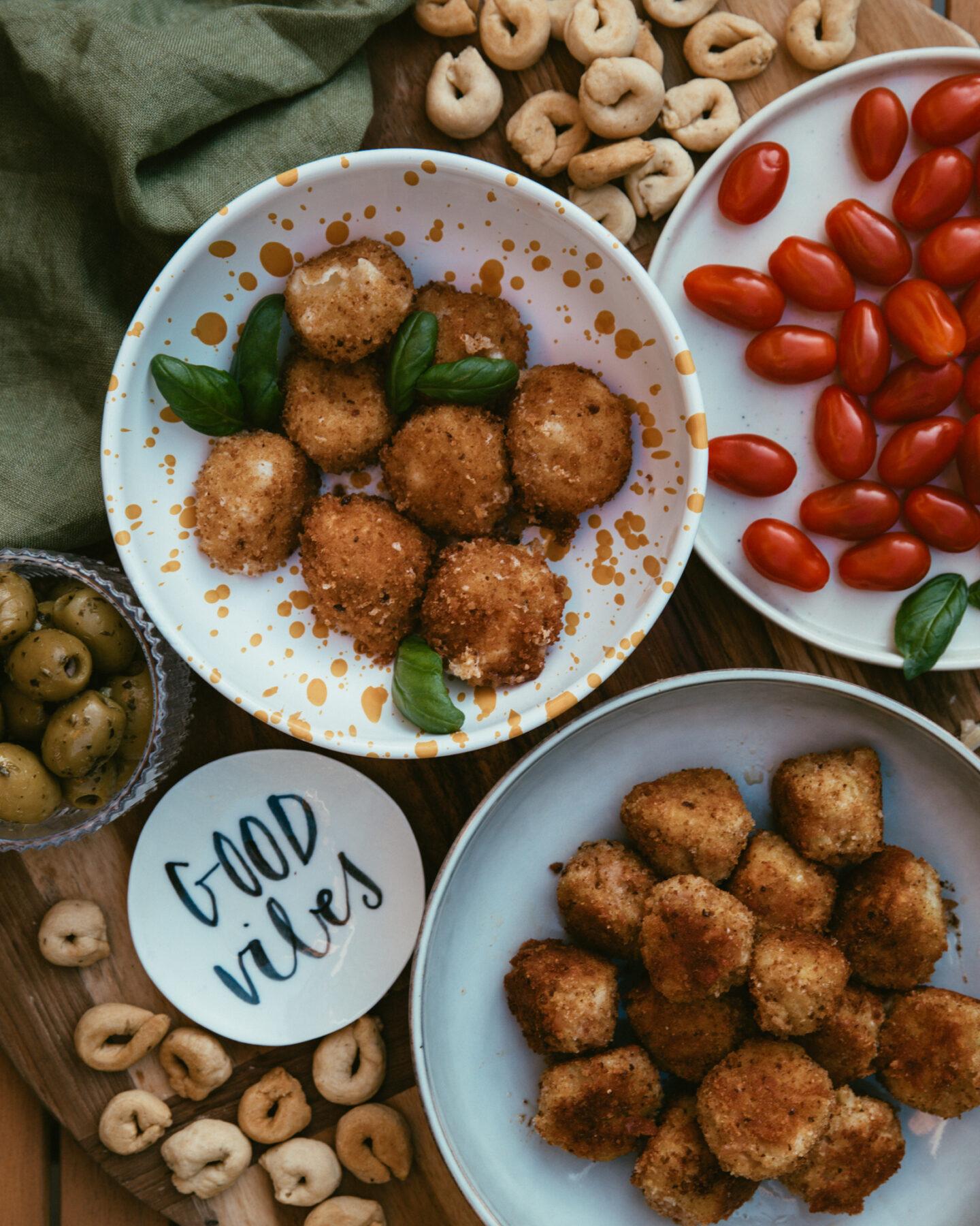 bouchées de mozzarella et boulettes de mortadella